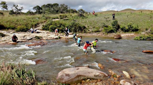 Crossing el Río Tok.